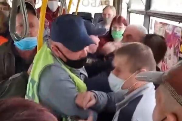 За конфликт решили наказать пассажиров