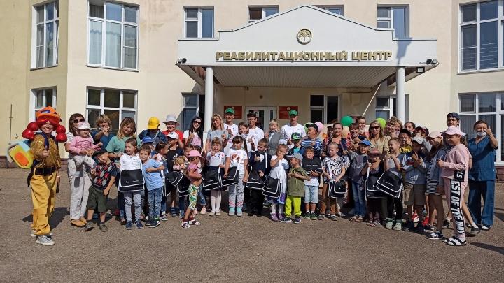 Добрая традиция: волонтеры «Башнефти» вручили подарки детям из подшефных учреждений