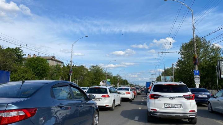 В центре Краснодара образовалась 4-километровая пробка