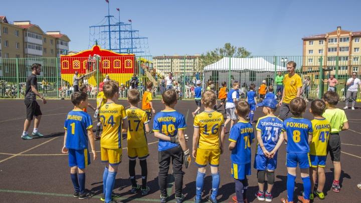 Оле-оле-оле-оле: маленькие футболисты Ярославля сразились за кубки и профессиональные мячи