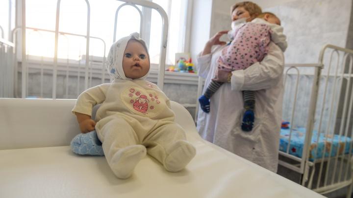 Почему дети массово болеют ОРВИ и заразят ли они взрослых: что говорят свердловские врачи
