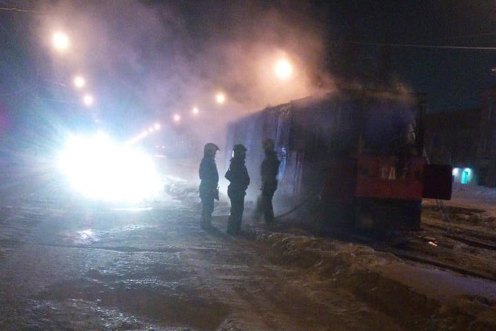 Трамвай сгорел на улице Петухова