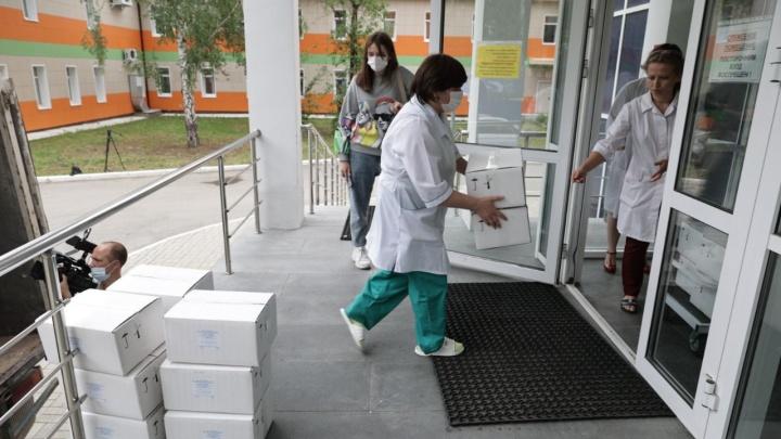 Козицын, Алтушкин и Симановский во время роста смертности от коронавируса поддержали больницы на 40 миллионов