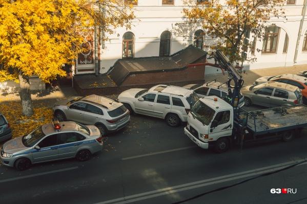 В среднем за месяц с улиц эвакуируют по 7000 машин