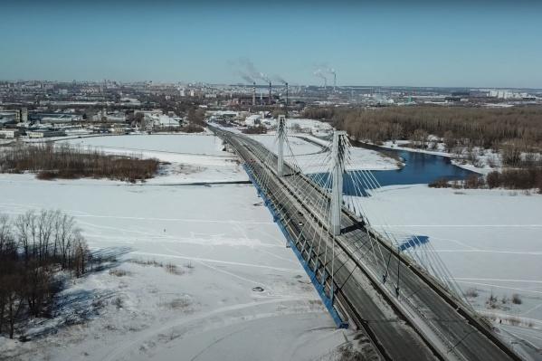 Пока власти провели только капремонт дороги на съезде с моста