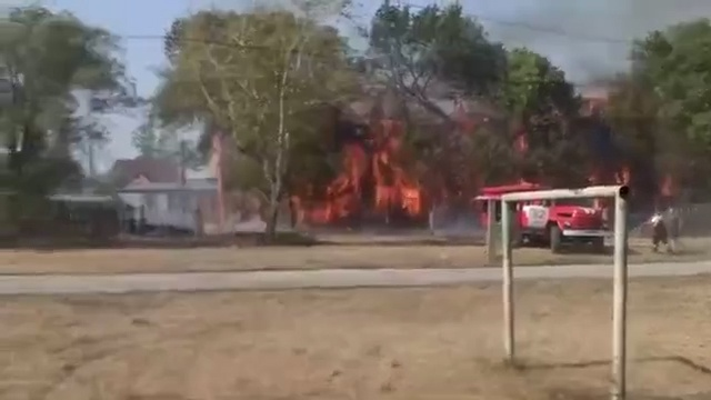 «Права вы больше не получите»: в Кинеле полностью выгорело двухэтажное здание ДОСААФ