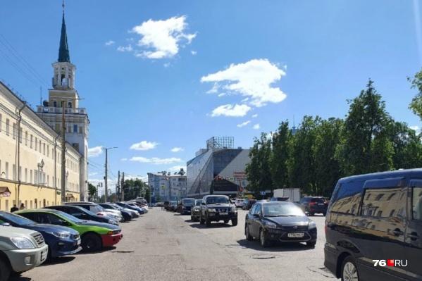 В Ярославле придумали, как бороться с незаконной парковкой на улице Победы