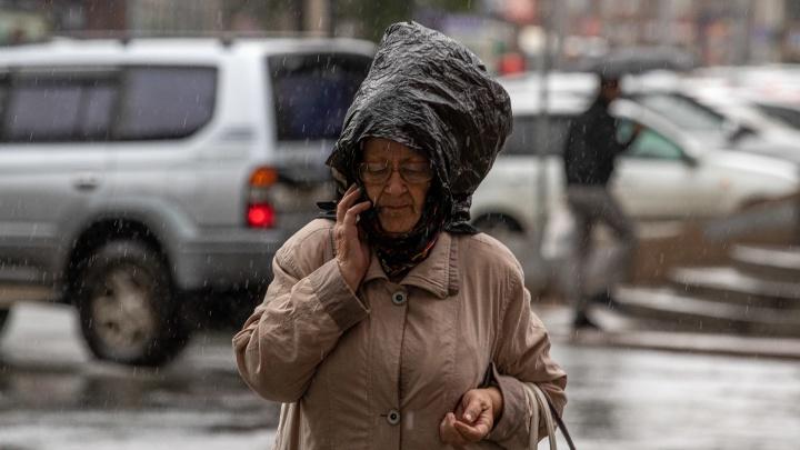 Как Новосибирск переживает дождливую погоду — 10 фото с залитых улиц, которые хочется перепрыгнуть