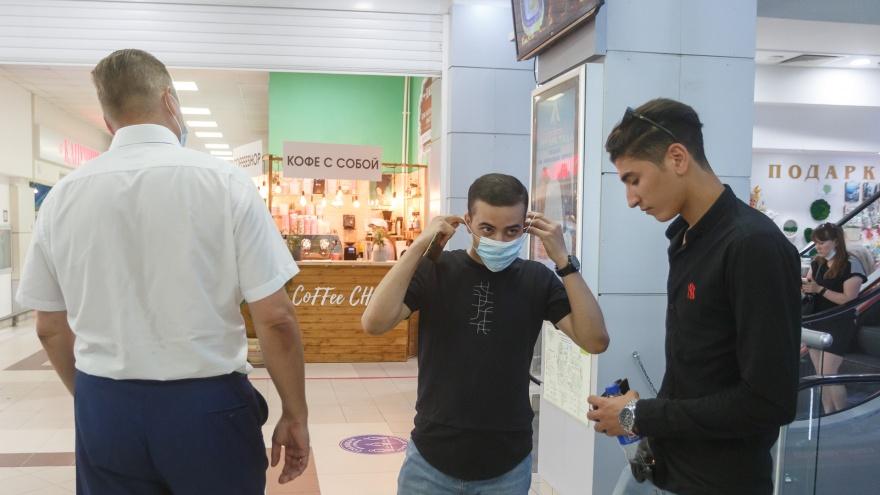 В Волгограде чиновникам-аутсайдерам прививочной кампании дали право штрафовать за отсутствие масок