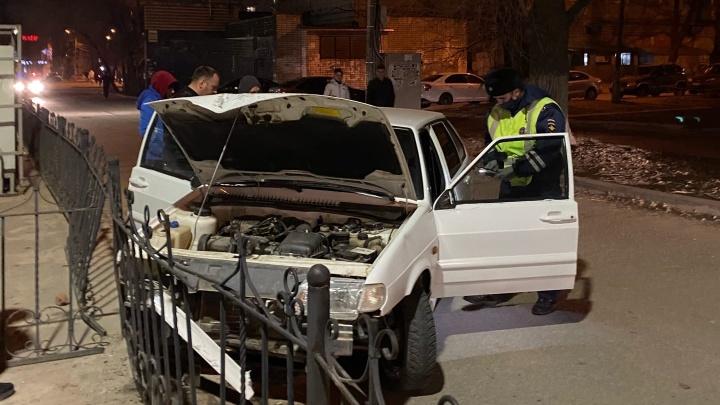 «Пытались устроить самосуд»: в Волгограде пьяный водитель протаранил ярмарку и сбежал