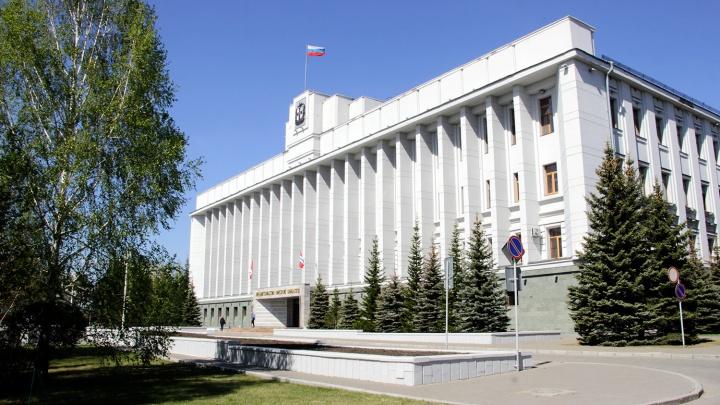 В Омской области на зарплаты чиновников потратили 1,2 миллиарда рублей за полгода