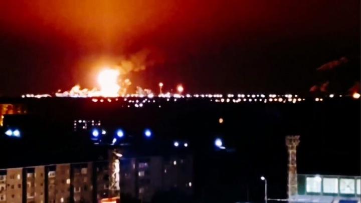 Огромное пламя на СИБУРе в Тобольске видно из соседних сёл и деревень. Что произошло?