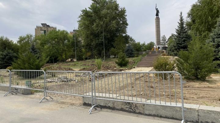 Неужели не шутите: на площади Чекистов в Волгограде возвращают на место гранитный бордюр