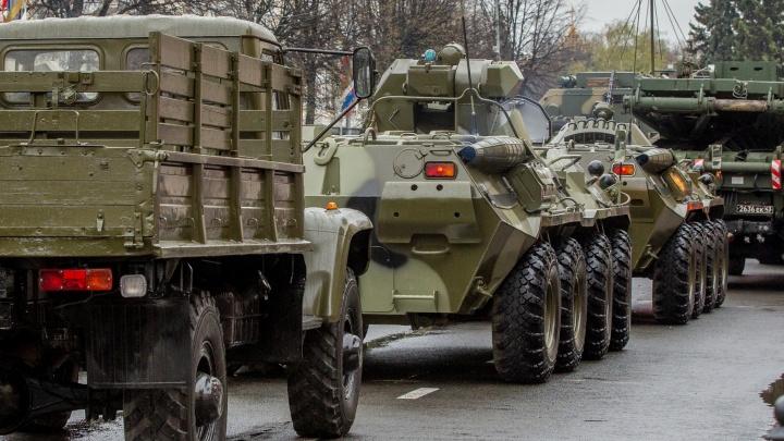 По трассам в Ярославской области три недели будут перегонять военную технику