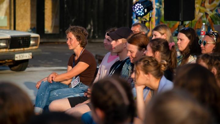 «Идиотизм — пускать на спектакль по справкам»: речь Виктора Панова с открытия «уличных театров»