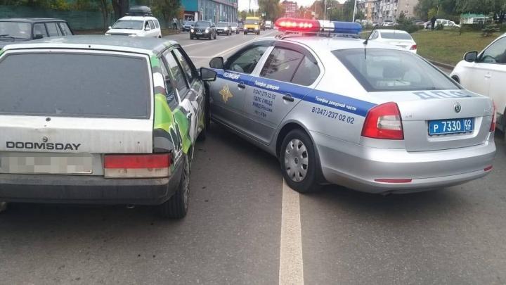 В Уфе во время погони ДПСники столкнулись с проезжавшей рядом машиной