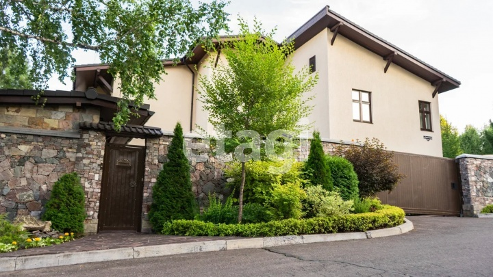 Рекорд побит: самым дорогим коттеджем в Красноярске стал дом в Ветлужанке за 150 миллионов рублей