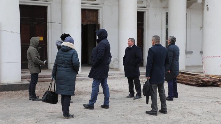 «Убогость надо убирать»: губернатор встретил утро на развалинах кинотеатра «Победа»