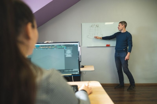 До 90% времени студенты проводят за компьютером, отрабатывая различные кейсы