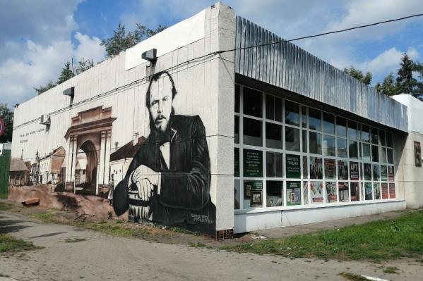 """Площадь граффити — 130 <nobr class=""""_"""">кв. м</nobr>"""