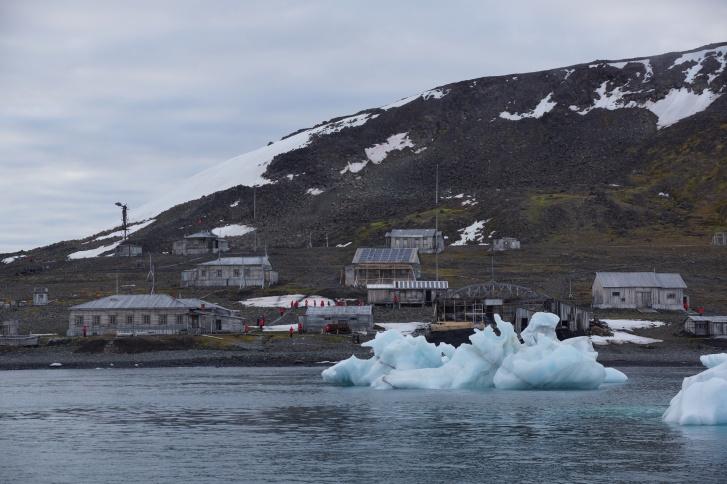 Сейчас сотрудники «Русской Арктики» частично ремонтируют исторические здания