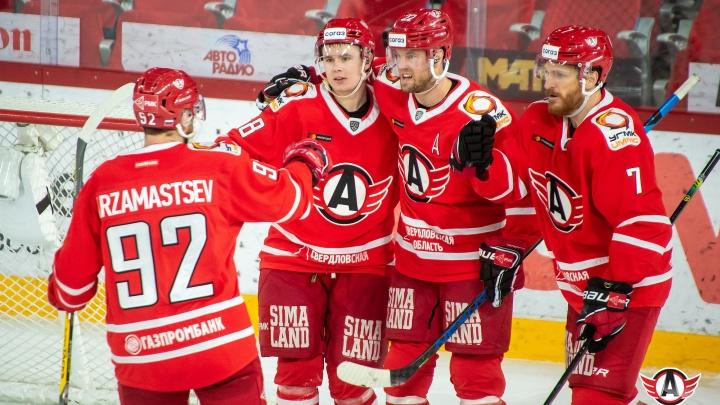 Екатеринбургский «Автомобилист» вышел в плей-офф, даже не доиграв домашний матч