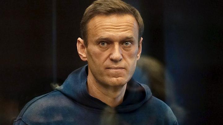 Алексея Навального отправили в колонию на 2годаи8месяцев