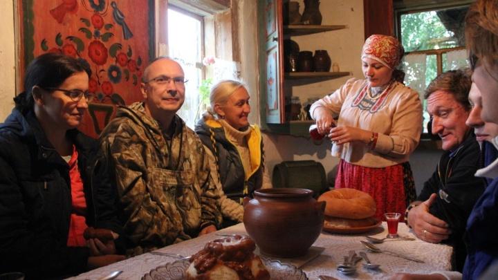 В Большеречье запустили теплоходы из Омска. Где там поесть и поспать?