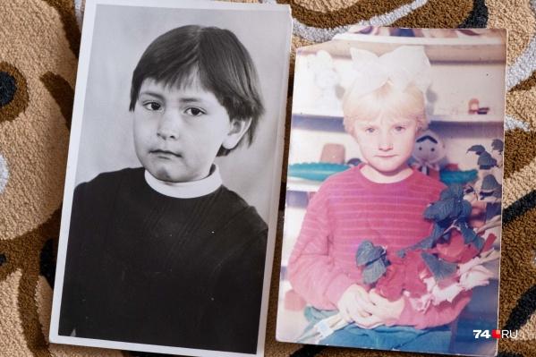 Эти две девочки росли в одной семье и считались родными сестрами. Только спустя 38 лет после ДНК-теста они узнали, что по крови чужие друг другу