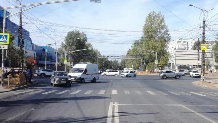 В Комсомольском районе Тольятти скорая врезалась в «Калину»