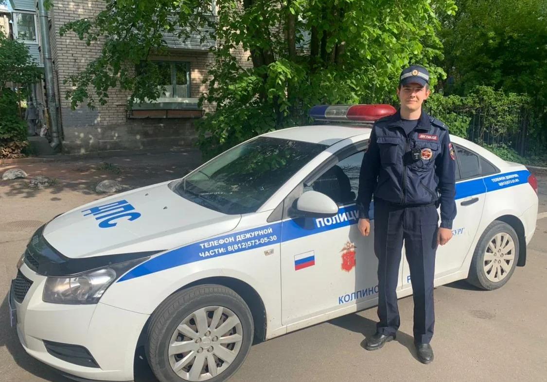 Сотрудник ДПС спас пожилую женщину при пожаре в Петербурге