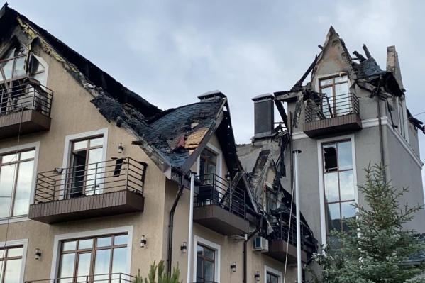 Возгорание, случившееся после удара молнии 4 августа, повредило кровлю отеля
