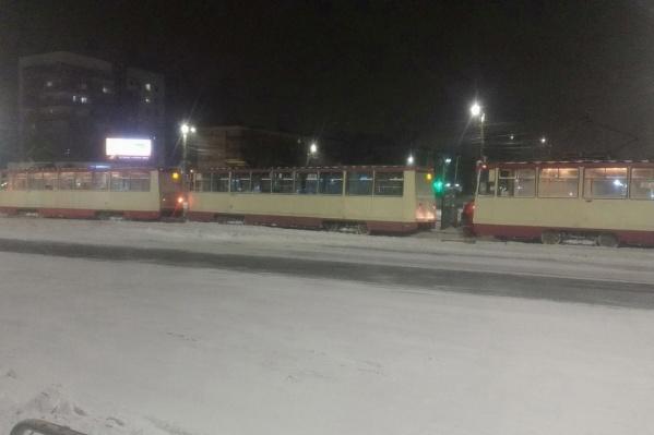 Из-за ЧП движение трамваев снова парализовано