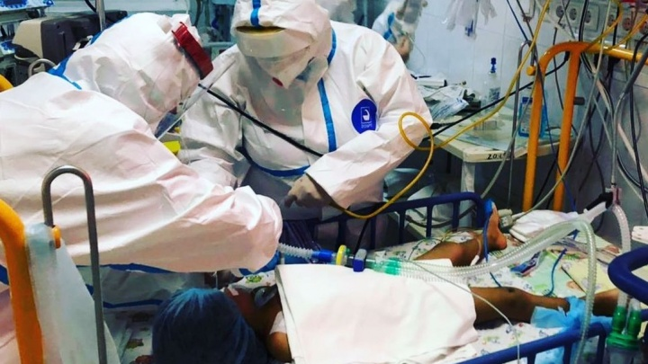На Кубани четверо детей с ковидом, включая трехмесячного малыша, попали в реанимацию детской инфекционной больницы