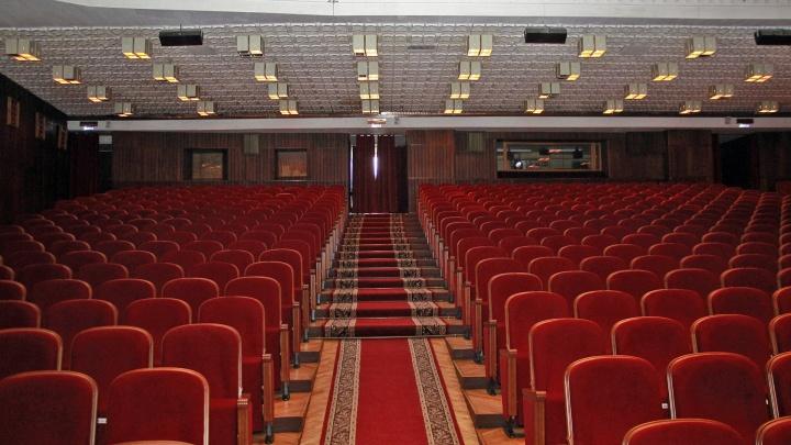 Как будут работать QR-пропуска в музеях, театрах и концертных залах Омска и области?