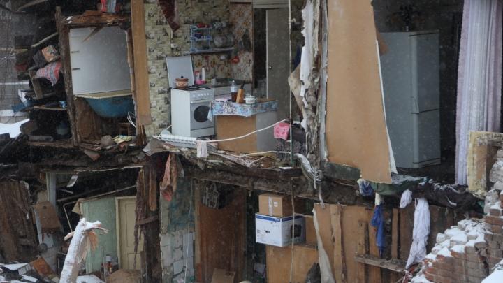 «Стена упала, когда жильцы спали»: репортаж с места обрушения жилого дома в Самаре