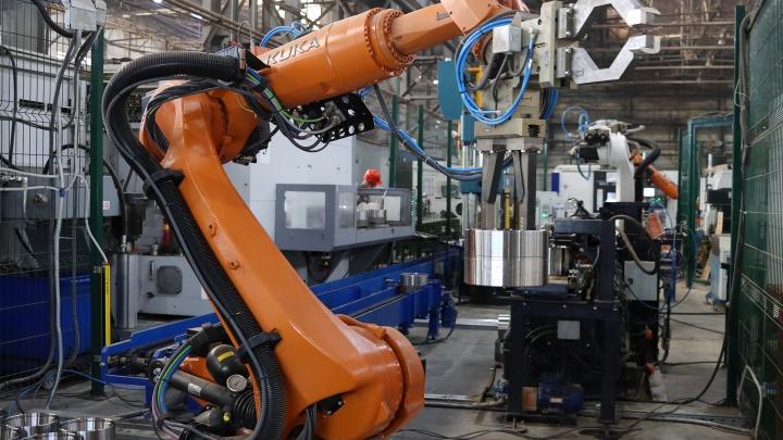 На ЧКПЗ запущен роботизированный комплекс, работающий в три руки
