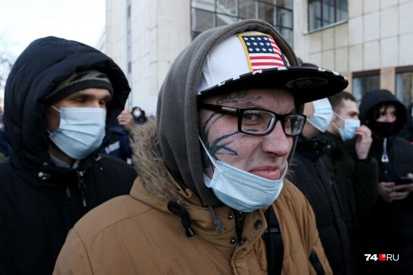 Маски на протестных шествиях были в ходу, но не все надевали их правильно