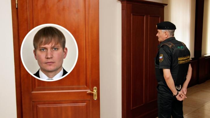 Преподавателя омского вуза задержали в Екатеринбурге. Его обвиняют в похищении 100 миллионов