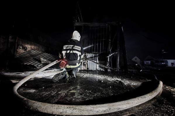Тело мужчины обнаружили в одном из сгоревших сараев