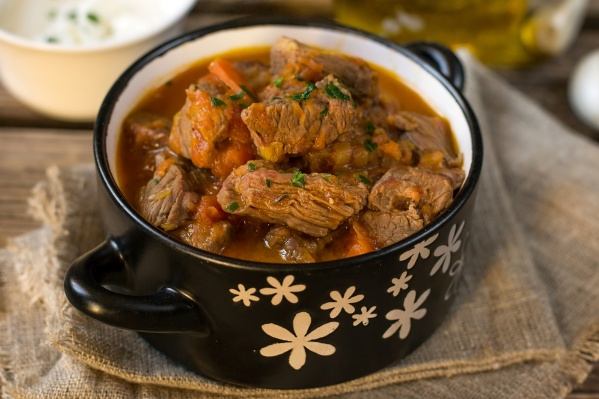 Из тушенки можно приготовить много вкусных блюд