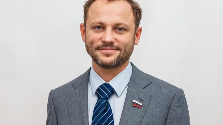 Сын кузбасского миллиардера, а по совместительству депутат Госдумы, подарил ребенку-инвалиду санки