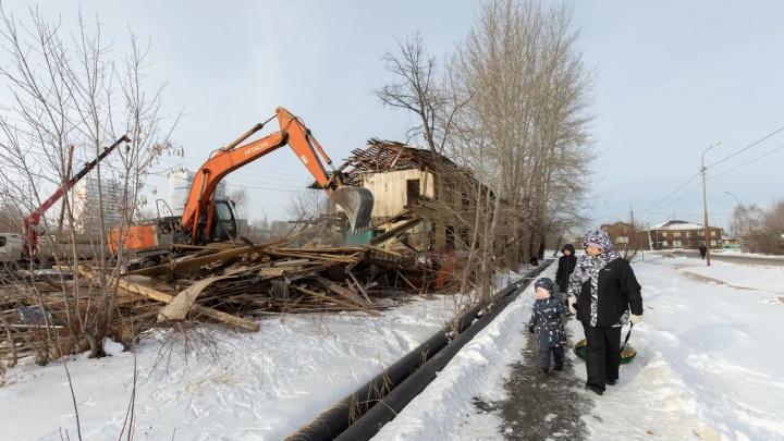 В Тюмени сносят двухэтажные дома на ДОКе