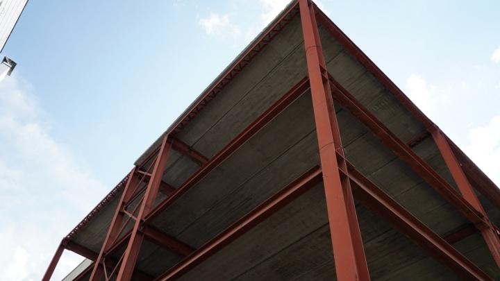 Еще годик: названа дата открытия муниципальной многоуровневой парковки у «Кванта», ее строят 14лет