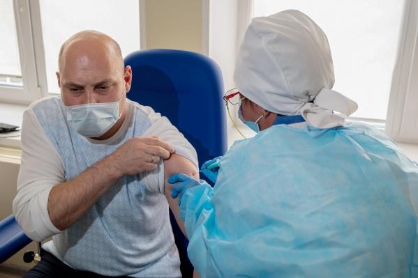 В России с начала пандемии зафиксировано свыше 7,8 млн случаев заражения ковидом, уровень вакцинации, по мнению Кремля, остается «непозволительно низким»