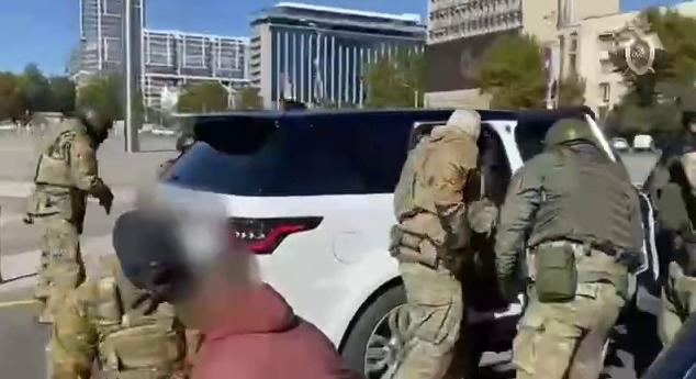 СК показал видео жесткого задержания застройщика и его охраны в центре Краснодара