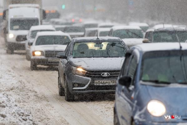 Накануне дороги Волгограда парализовало 10-балльными пробками