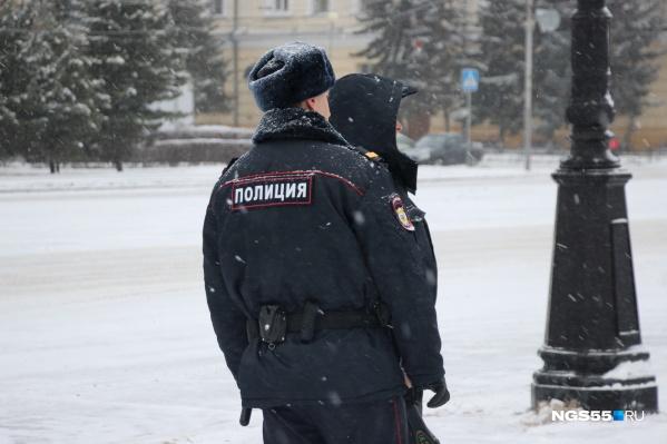 За нападение на полицейских парням может грозить большой срок