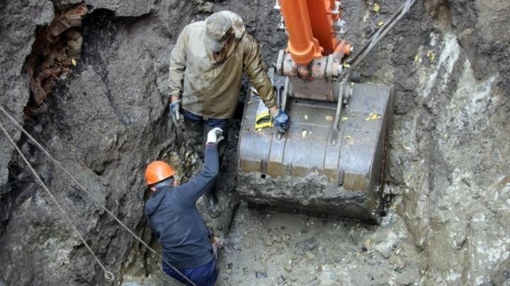 В поселке под Омском третий день нет воды. Там ищут порыв, но не могут его найти