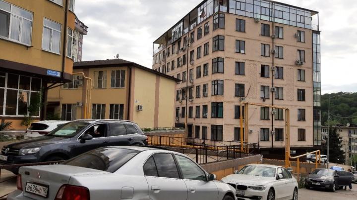«Пока летела в Сочи, квартира подорожала на два миллиона». Как главный курорт страны превращается в «гетто для лохов»